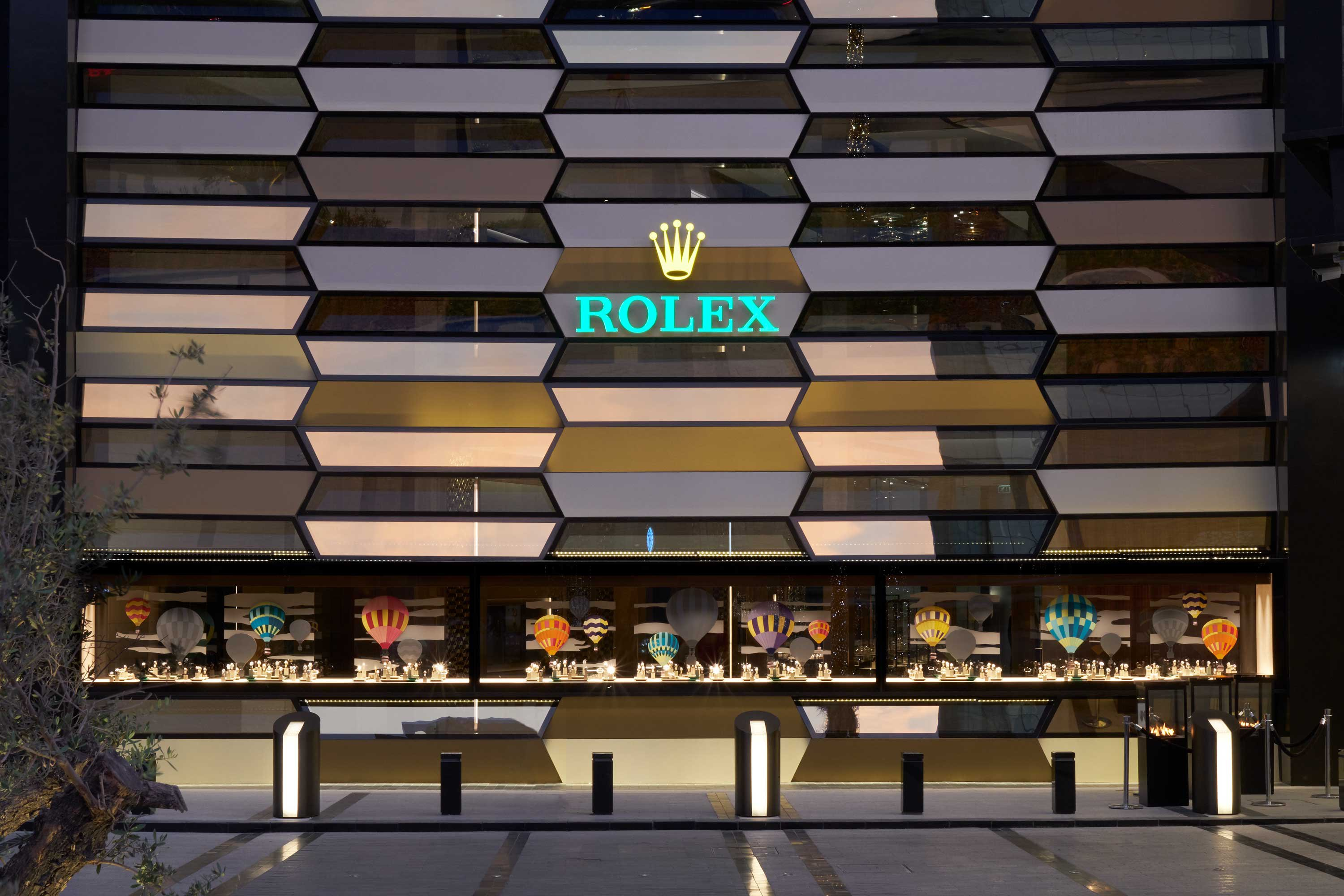DUBAI'S NEW FLAGSHIP <strong>ROLEX </strong> BOUTIQUE OFFERS UNIQUE EXPERIENCE